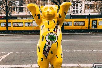orso giallo simbolo e mascotte della città di berlino