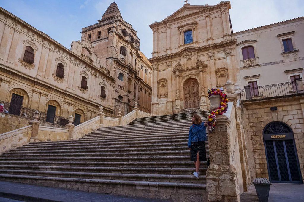 ingresso con scale alla chiesa di san francesco