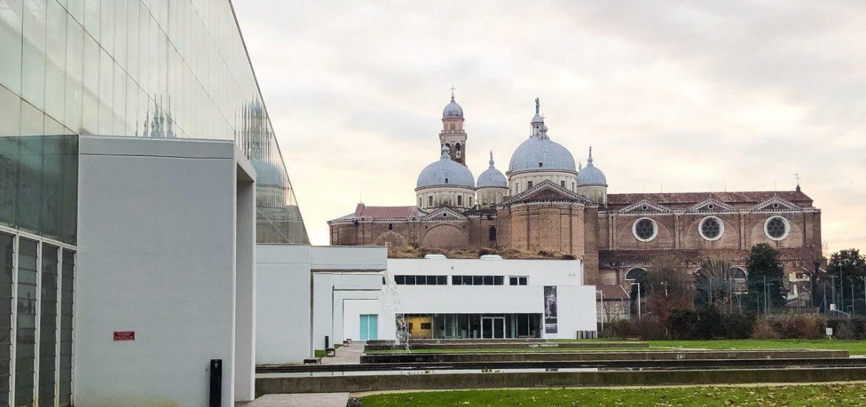 vista dall'orto botanico di padova verso la chiesa di santa giustina