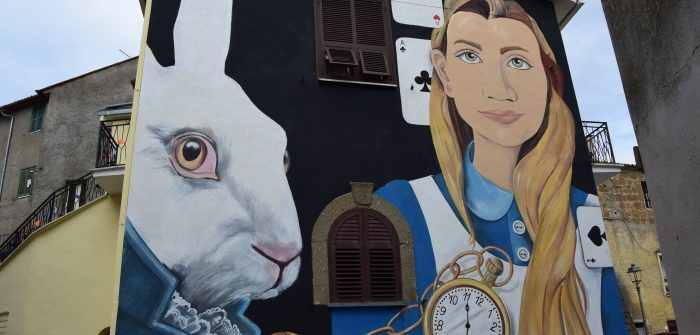 murales alice nel paese delle meraviglie con bianconiglio