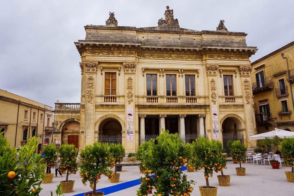 facciata anteriore teatro tina di lorenzo