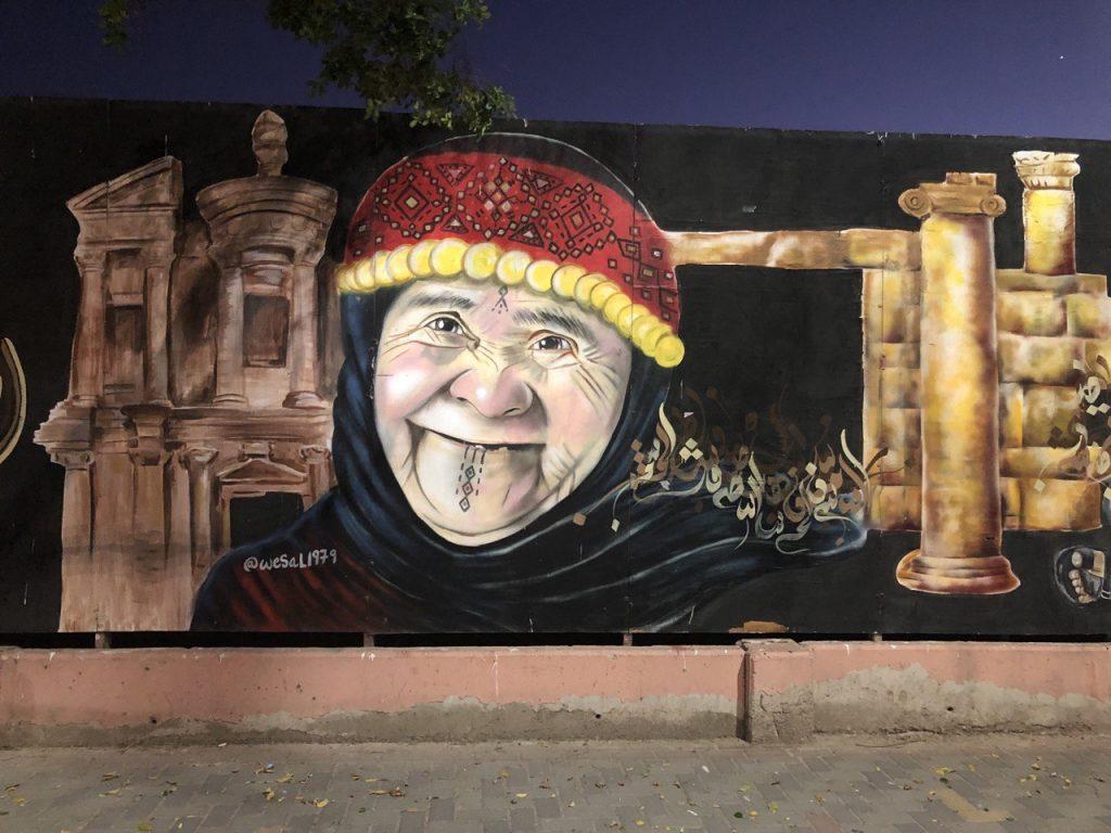 street art ad aqaba una signora anziana