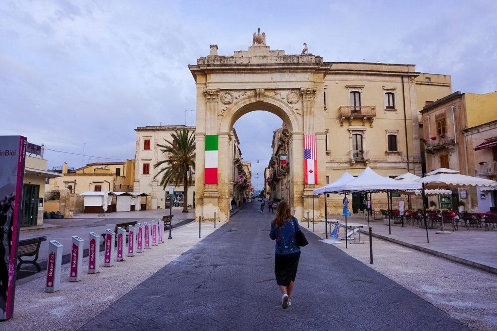 porta reale ingresso a noto lungo corso vittorio emanuele