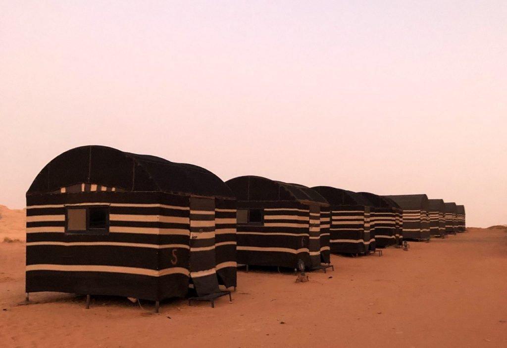 alba rosa nel deserto