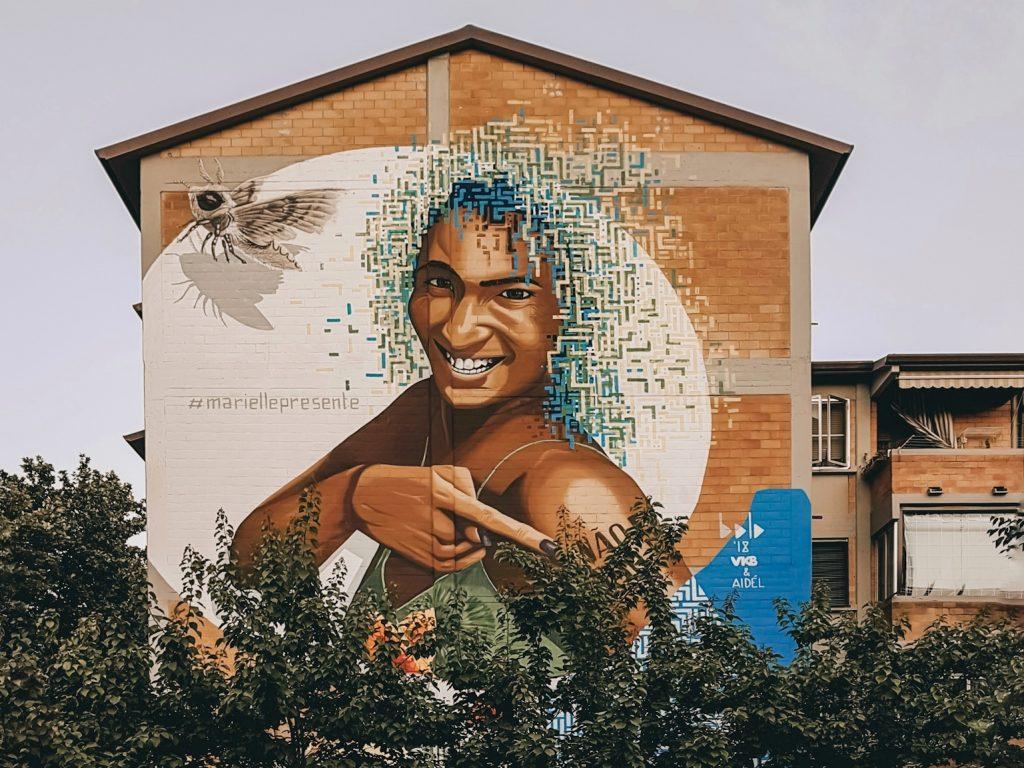 murales che rappresenta l'attivista brasiliana marielle franco