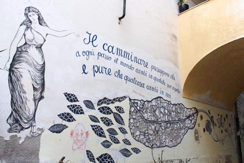street art poesia scritta sul muro e sirena