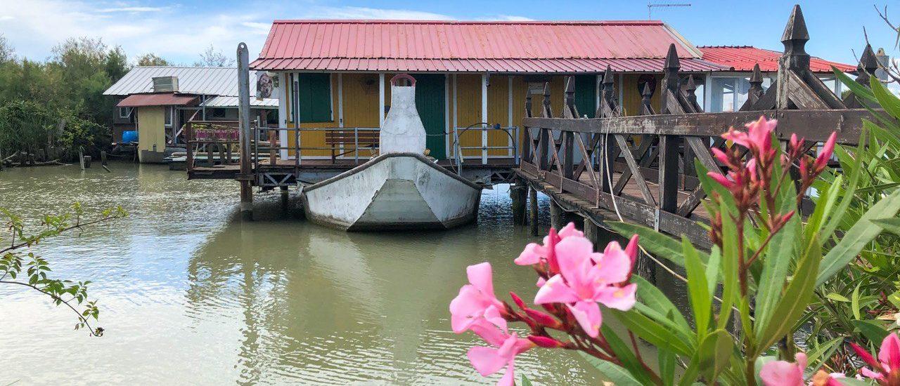 casa sull'acqua sul fiume po