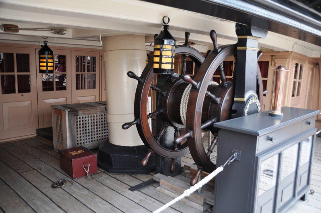 interni di un'antica nave da guerra inglese