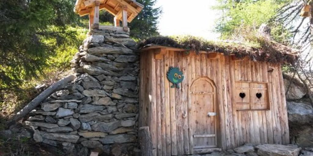 casetta in legno e sassi