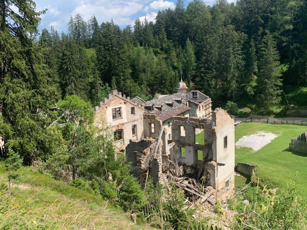 costruzione in rovina delle antiche terme