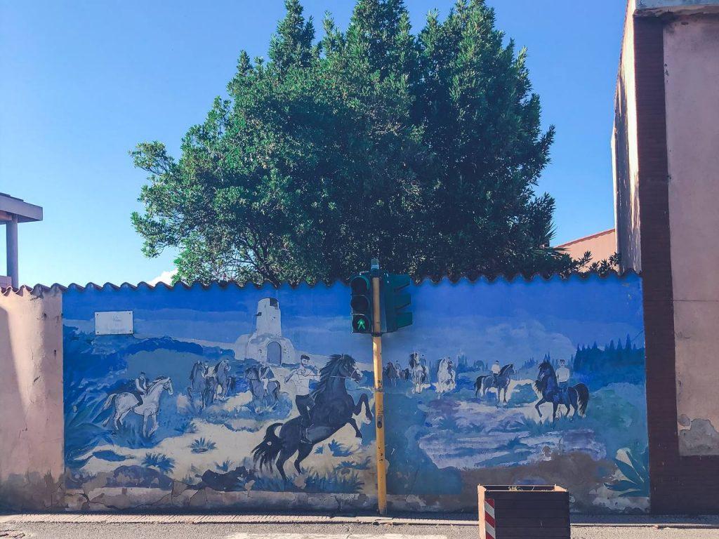 murales blu con cavalli e cavalieri
