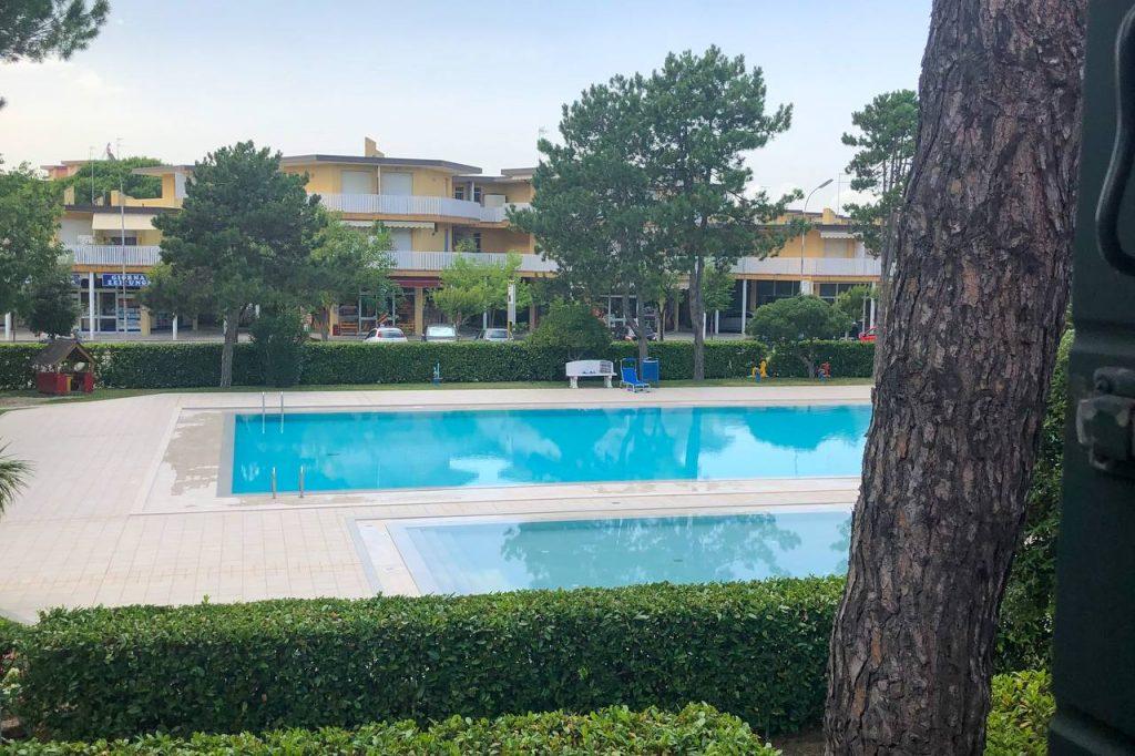 due piscine condominiali